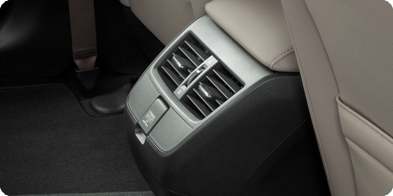 Photo of 2018 Honda Clarity Plug-In Hybrid rear controls and power outlet